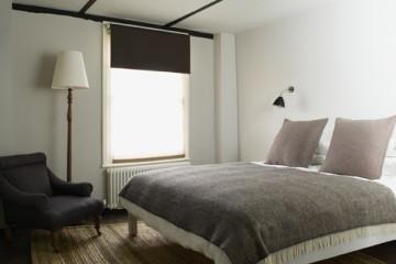 475-x-358-bedroom-w-chair